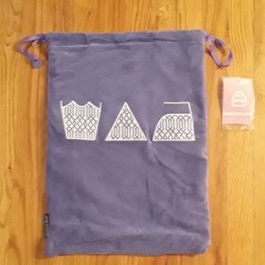 Handbags - NWT Stylish Travel Laundry Bag